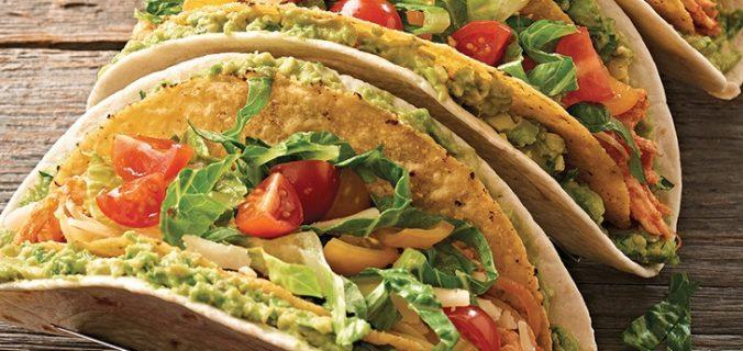 Tacos de guacamole de frango com dois andares