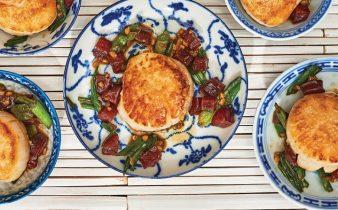 Vieiras de cebolinha com salsicha chinesa