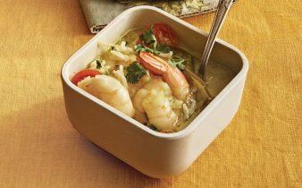 Sopa de camarao ao curry